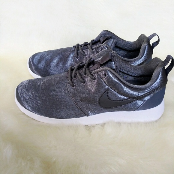 the latest 11397 a5972 Nike Roshe One Premium Womens Sneakers NWT